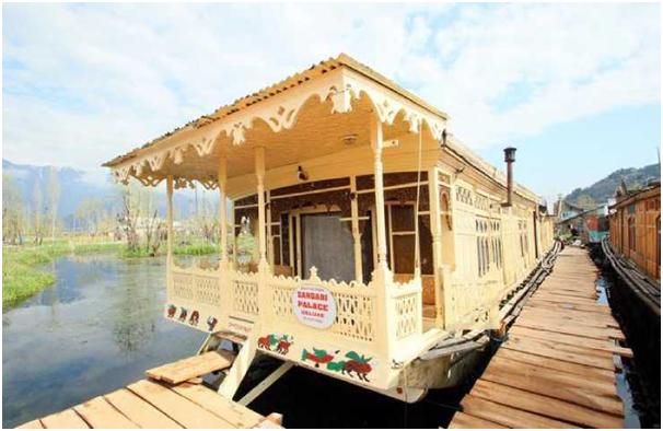 Houseboat Zaindari Palace - Top 5 Budget Hotels in Kashmir